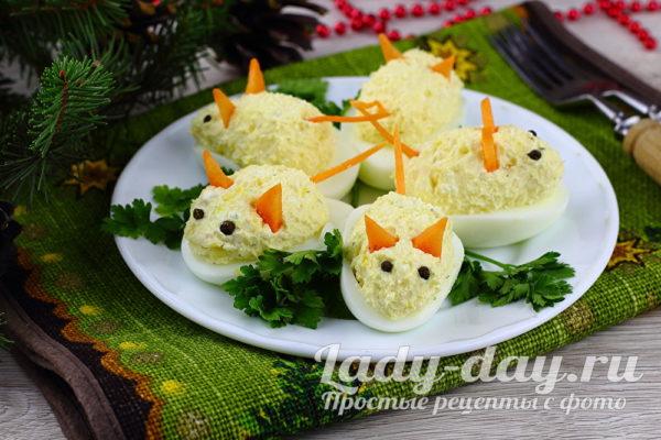 Фаршированные яйца в виде мышек фото