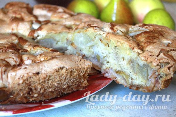 Пышная шарлотка с яблоками и грушами