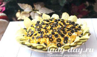 Салат подсолнух - классический рецепт с чипсами и кукурузой