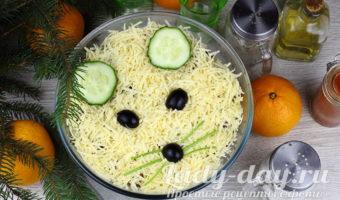 Салат «Мышонок» с пекинской капустой и сухариками