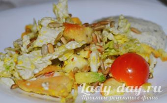 рецепт салата цезарь с пекинской капустой и курицей и сухариками