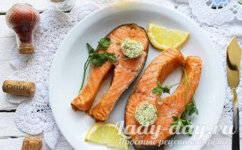 запекать стейк лосося в духовке