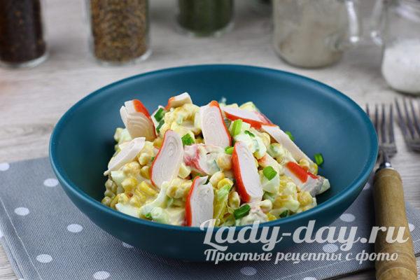 салат с крабовыми палочками и апельсином
