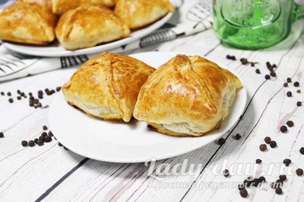 пирожки с мясом в духовке из слоеного теста