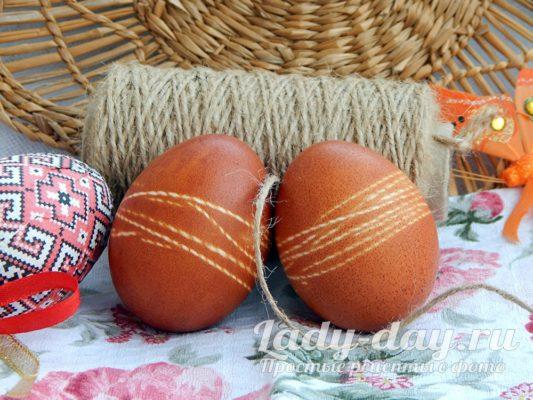 покрасить яйца в луковой шелухе