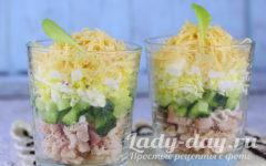 Салат с копченой курицей и свежим огурцом