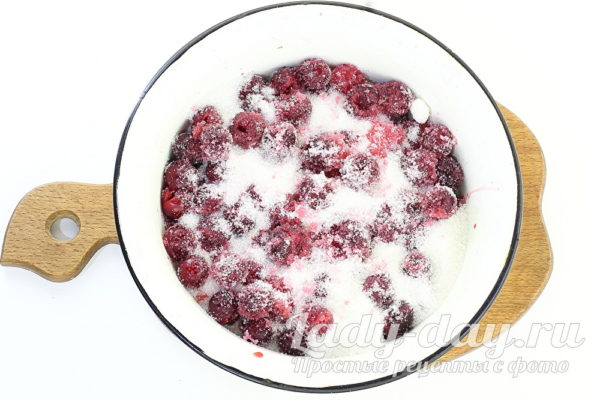 пересыпать ягоды сахаром