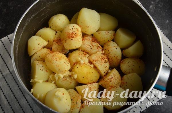 чеснок в картошку