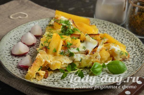 картошка жареная с яйцом на сковороде