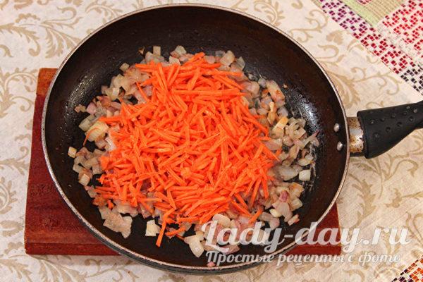 жарим морковь