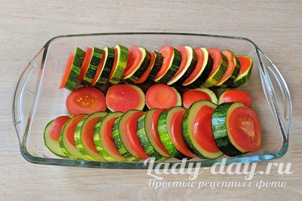 кабачки и помидоры кружочками