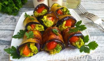 рулетики из баклажан с помидорами и чесноком