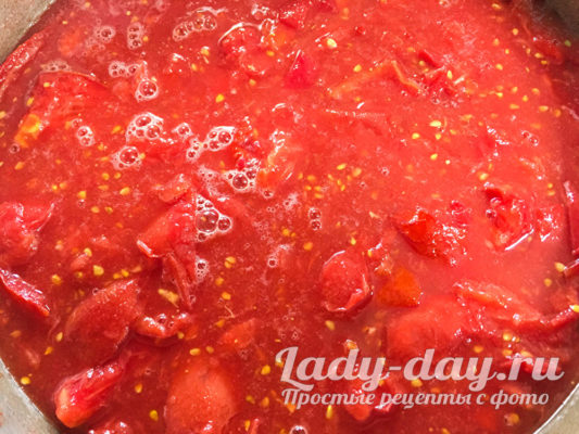 на огне томаты