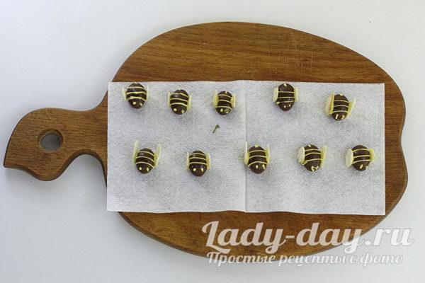 пчелки на медовик