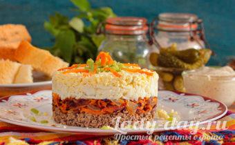 Печеночный салат с морковью, луком и яйцом
