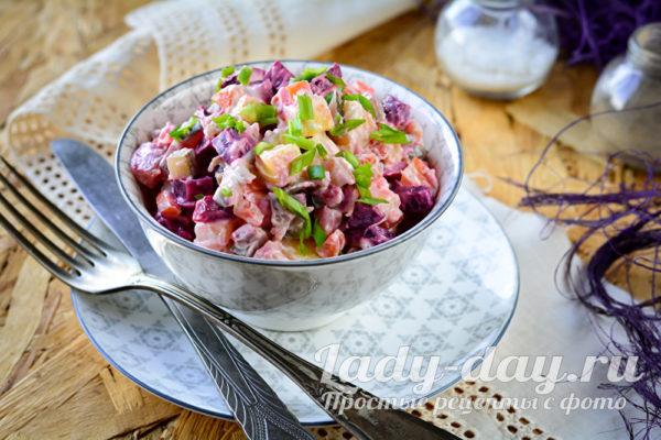 Салат с сельдью и свеклой намного вкуснее чем обычная селедка под шубой