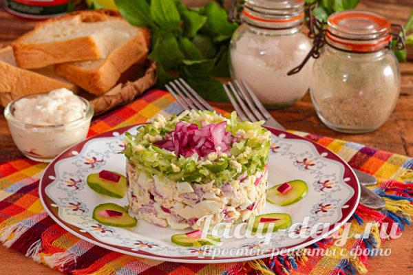 Салат «Вкусняшка»: с курицей и свежим огурцом