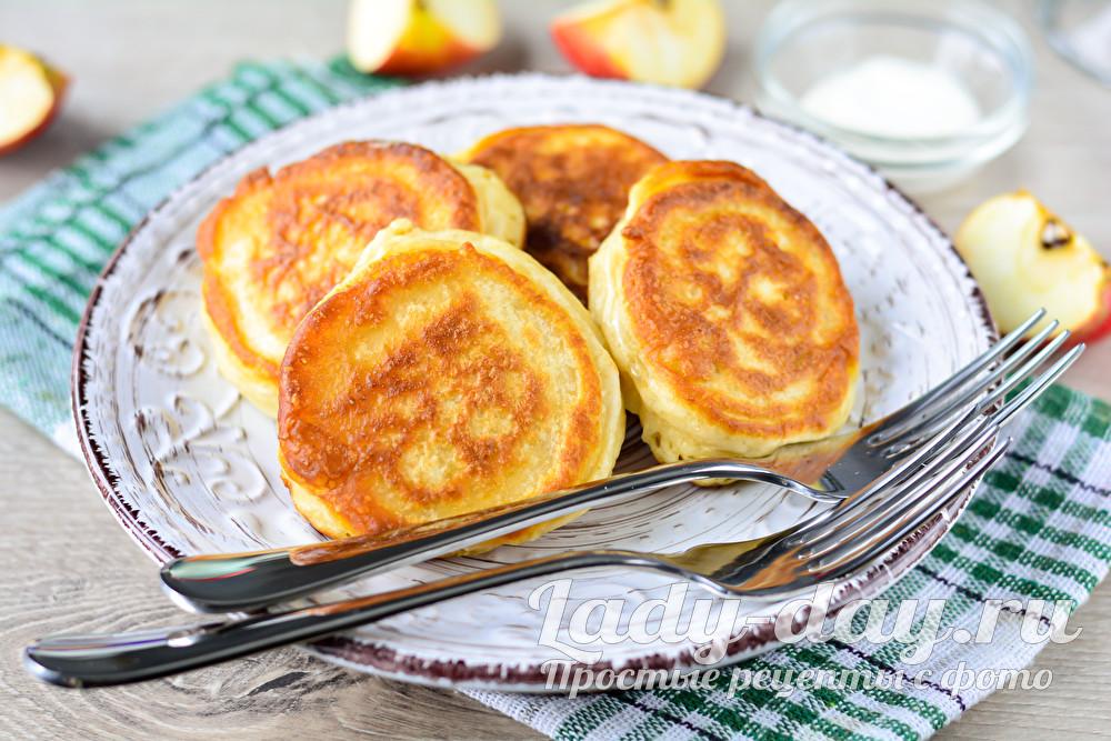 оладушки с яблоками на кефире