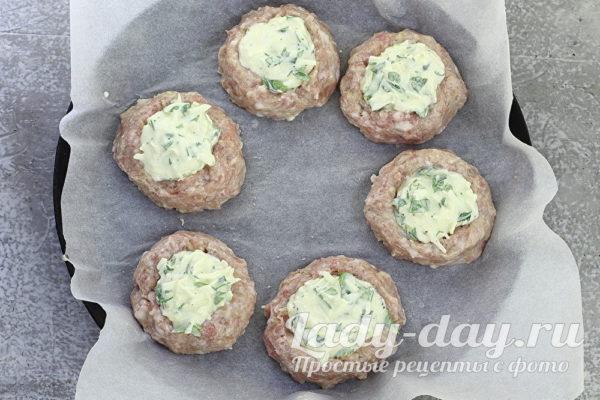 Мясные гнезда с сыром в духовке