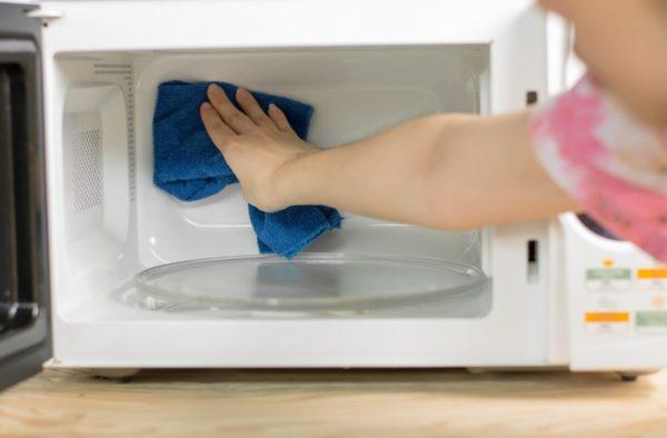 мыть микроволновку