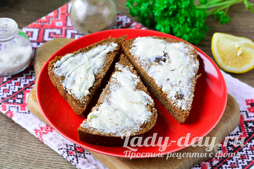 смазать хлеб сыром