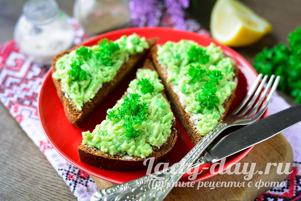 Бутерброды с авокадо и сливочным сыром