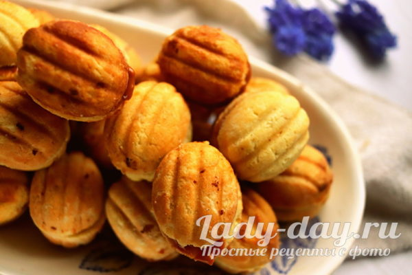 Орешки со сгущенкой, классический рецепт в орешнице на газу