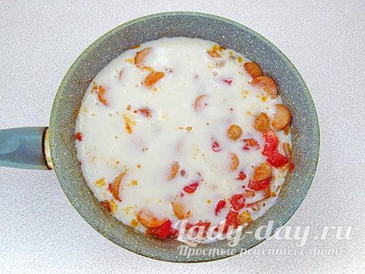 омлет на сковороде
