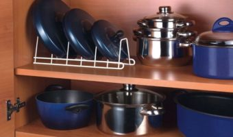 Посуда в шкафу