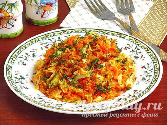 минтай с овощами на сковороде со сметаной