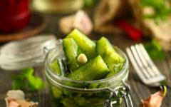 Огурцы малосольные в пакете, с чесноком и укропом, быстрого приготовления рецепт с пошаговыми фото