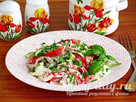 Рецепт салата из кальмаров, огурцов и помидоров
