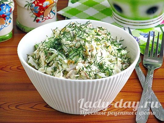 рецепт салата с консервированной рыбой