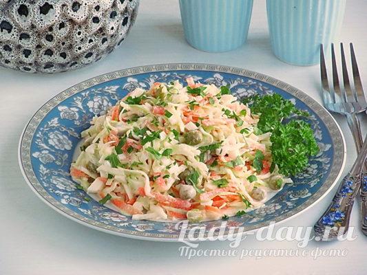 салат из свежей капусты с горошком и майонезом